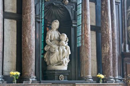 madonna s rebenkom 440x293 Церковь Святого Жиля в Брюгге